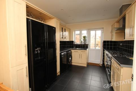 4 bedroom semi-detached house to rent - Victory Way, Romford RM7