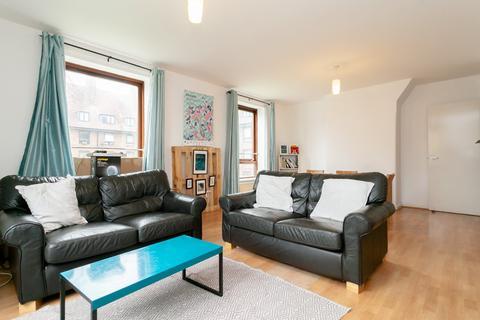 3 bedroom flat to rent - Banbury House, London, E9