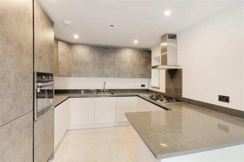 3 bedroom detached house for sale - Turnstone Close, Ickenham