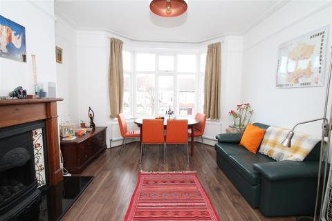 2 bedroom flat to rent - Caversham Avenue, London N13