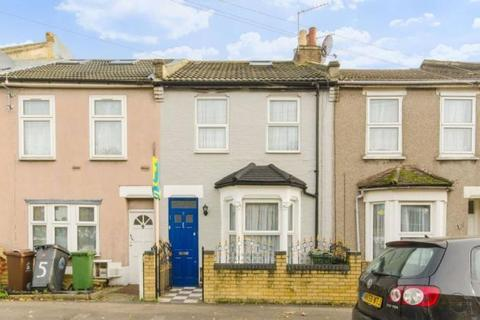 4 bedroom house to rent - Springfield Road, London