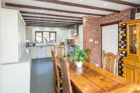 4 bedroom detached house for sale - Elms Close, Riccall, York, YO19
