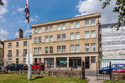 Studio to rent - London Road