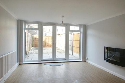 3 bedroom terraced house to rent - Warwick Road, Enfield Lock, EN3