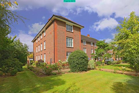 3 bedroom flat to rent - Chandos Court, The Green, London, N14 7AA