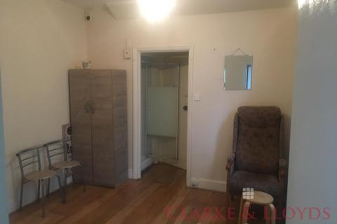 Studio to rent - London, E11