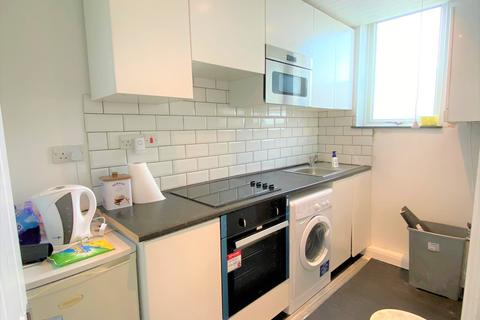 3 bedroom flat to rent - Ellesmere Gardens,  Ilford, IG4