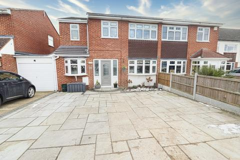 4 bedroom semi-detached house for sale - Lodge Lane, Romford, RM5