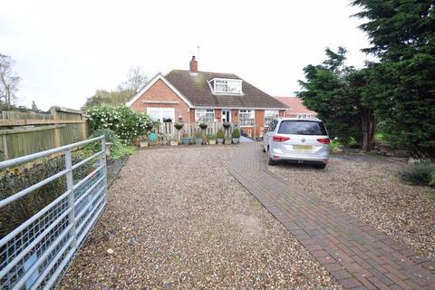 3 bedroom detached bungalow for sale - Southside Road, Halsham