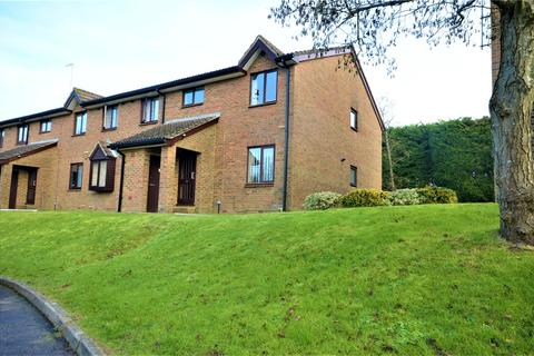 2 bedroom apartment to rent - 64 Park View Road, Salfords, RH1