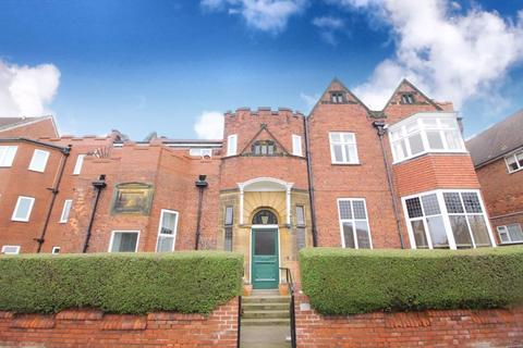 2 bedroom flat for sale - Holbeck Hill, Scarborough