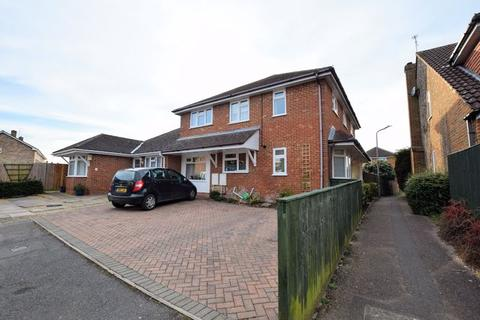 5 bedroom house for sale - Oliffe Close, Aylesbury