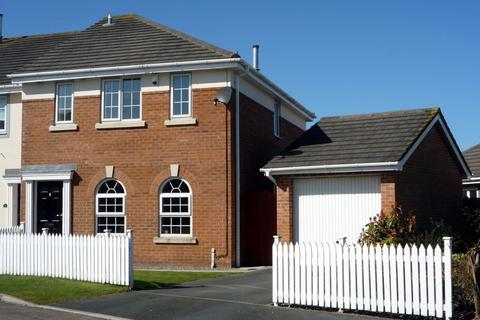 3 bedroom semi-detached house to rent - Bishops Gate, Lytham St Annes, FY8