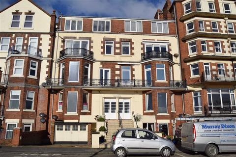 2 bedroom flat for sale - South Marine Drive, Bridlington, East Yorkshire, YO15