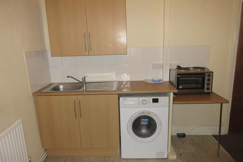 Studio to rent - Hainault Rd, Leytonstone, London E11