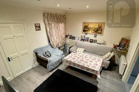 4 bedroom flat to rent - Edgware Road, Colindale NW9