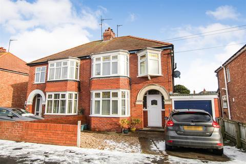 3 bedroom semi-detached house for sale - Rosebery Avenue, Bridlington, YO15 3PW