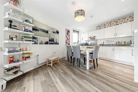 3 bedroom flat for sale - Plaza Gardens, SW15