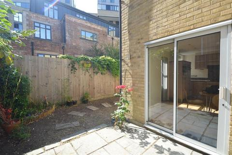 3 bedroom mews to rent - Elizabeth Mews, Kay Street, E2
