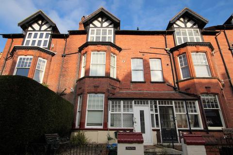 2 bedroom flat for sale - West Street, Scarborough