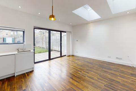 2 bedroom apartment for sale - Elsenham Street, Southfields, London