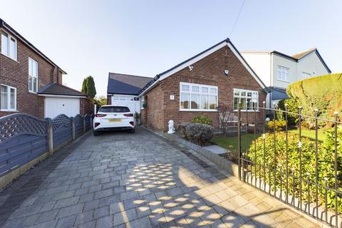3 bedroom detached bungalow for sale - Teesdale Avenue, Davyhulme, Trafford, M41