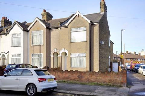 3 bedroom end of terrace house for sale - Durants Road, Enfield