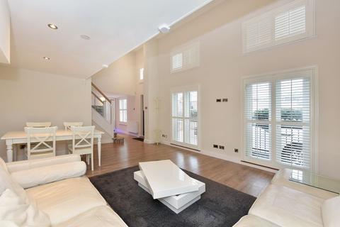 3 bedroom apartment to rent - Michael Road, Fulham, SW6