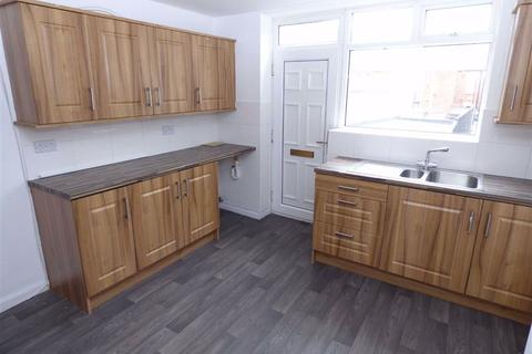 3 bedroom flat to rent - Avenue Road, Seaton Delaval, Northumberland