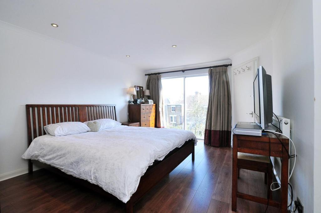 21'7 Master Bedroom Suite